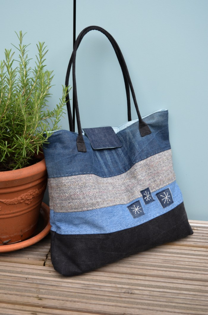 Denim is wonderfully versatile which makes it a great choice for bags and carriers like this denim tote tutorial. (by Vicky Myers Creations) -Sewtorial