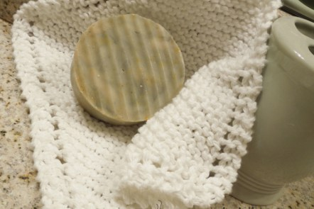 FREE Pattern: Classic Diagonal Washcloth at Grace Elizabeth's #GEinc