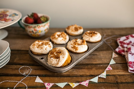 Granola Girl bakes :: Strawberry Cheesecake cupcakes 3