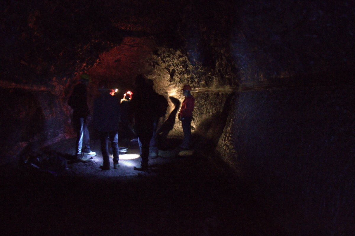 Caving In Búri: We Went Into The Ground