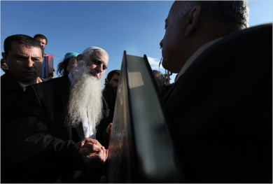 Rabbi Menachem Froman offers Korans to Palestinian governor to replace those burned in Yasuf mosque (Rita Castelnuovo/NYT)
