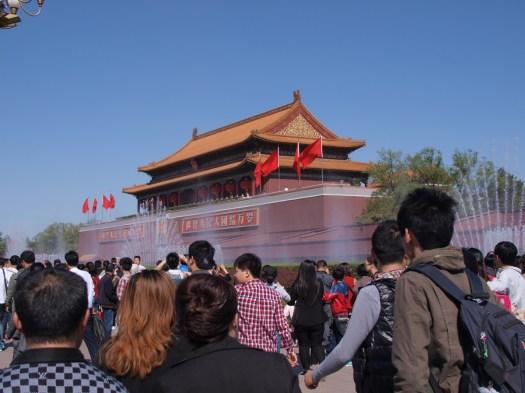 中国の地方から大勢の人が集まります