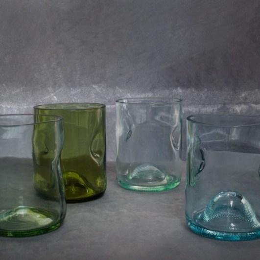 formschöne Trinkgläser aus recycelten Flaschen