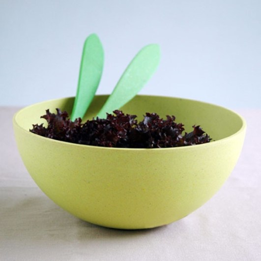 Bunte Salatschüsseln
