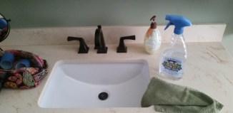 3 Ways I Use Vinegar to Clean My Bathroom