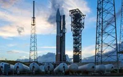 انطلاق صاروخ Atlas V من قاعدة فلوريدا