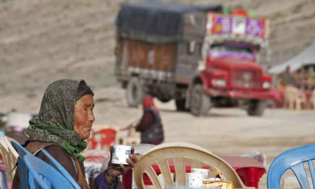 Manali-Leh 5000m tea lady