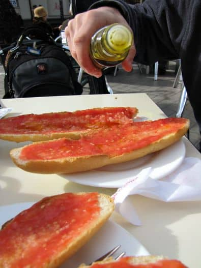 A Spanish Classic - Toast with Tomato (Pan Con Tomate)