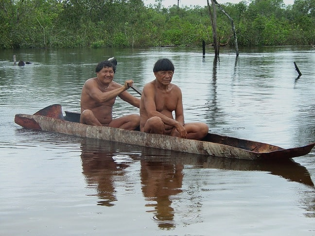 Kalapalo_men_Xingu_River_by_Eduardo_Giacomazzi