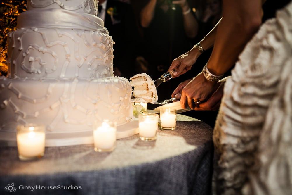 winvian wedding reception bride groom cutting cake photos