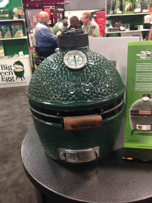 Big Green Egg has announced today the release of the newest offering to it's quiver of cookers.  It is called the Mini-Max and it was unveiled today at the Hearth, Patio, and Barbecue Expo in Salt Lake City, UT.