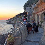 Terrasse de la crêperie des Grottes de Matata et coucher de soleil