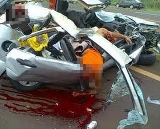 【グロ注意】衝突事故を起こした車の中身がこれ・・・ 閲覧注意
