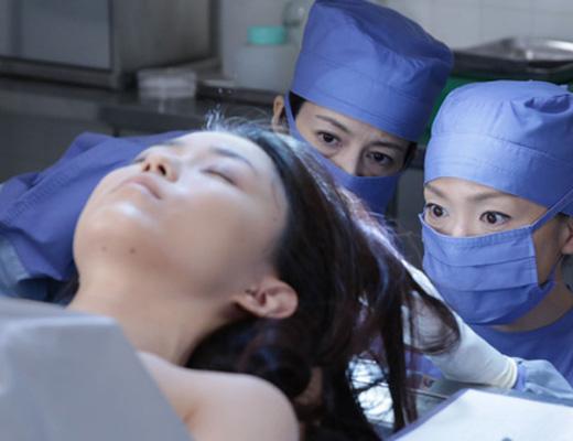 【グロ動画】必見!誰でもできる顔皮の剥がし方講座が公開される