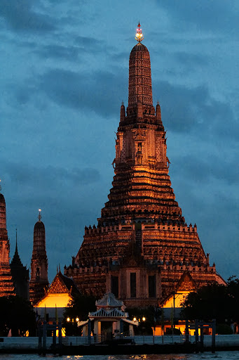 bangkok buddha prayer