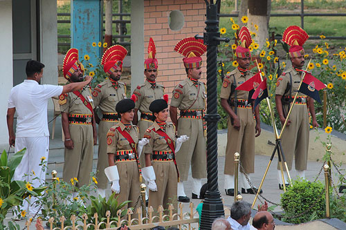 wagah border ceremony, india pakistan border ceremony
