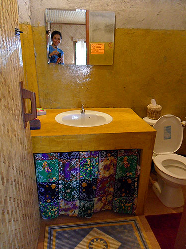 bathroom in beung pai