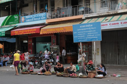Khmer craftspeople and sellers