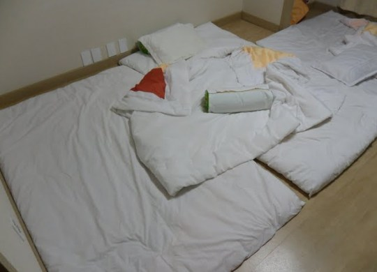 beds in korea, korean bed yo, yo beds in Korea, where to sleep in korea, how do koreans sleep, futon bed