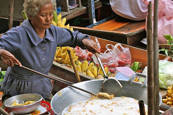 Thai floating market, Ways to See Bangkok, bangkok travel guide, things to do in bangkok