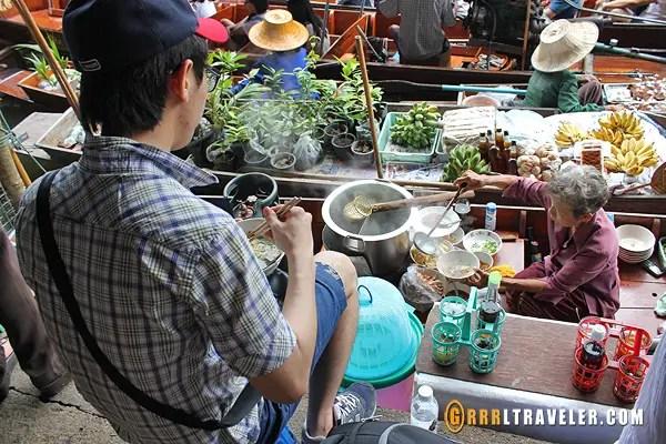Damnoen Saduak floating market restaurants