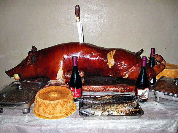 lechon in philippines, must try foods philippines, must try filipino food, filipino cuisine, traditional filipino food, philippine cuisine