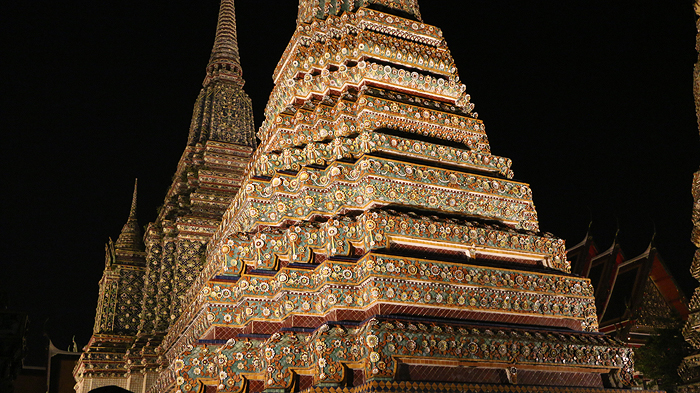 wat pho at night, expique tours, bangkok tours, bangkok sightseeing tours, tuk tuk tours