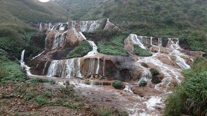golden waterfall taiwan, Temple of Maju, Maju temple taiwan, maju temple beitou, Nanya Rock Formations, REASONS TO TRAVEL NORTHERN TAIWAN, taiwan travel, top destinations in taiwan, taiwan sightseeing, taiwan top attractions
