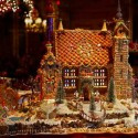 thumbs gingerbread houses 020
