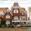 thumbs gingerbread houses 034