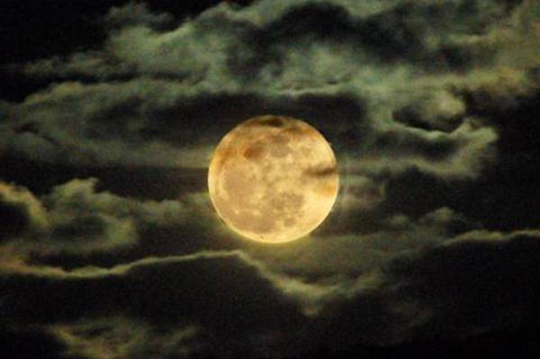 Moon and Myths: Superstitions Surrounding the Full Moon