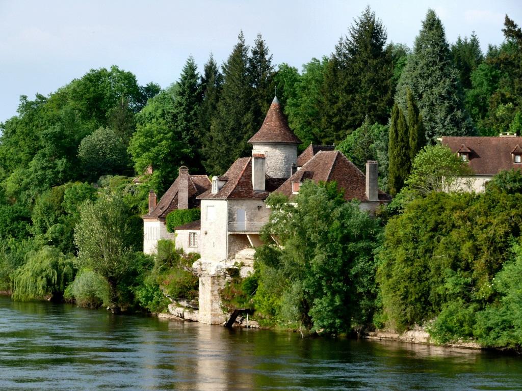 Castle Dordogne river at Meyronne