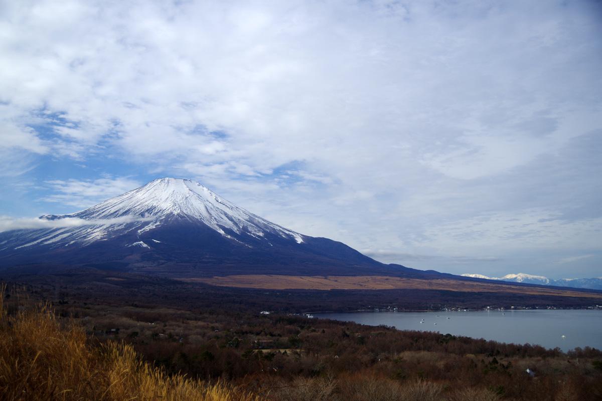 山中湖と富士山を望むパノラマ台からの景色