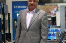 Samsung Eyes Mobile Top Spot