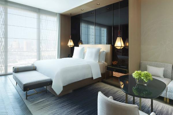 four-seasons-kuwait-bedroom