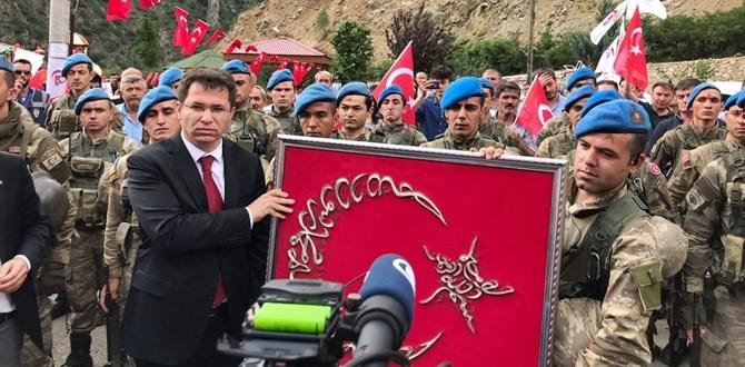 PKK AVCISI KOMANDOLARIMIZA KÜRTÜN'DE BÜYÜK SEVGİ SELİ
