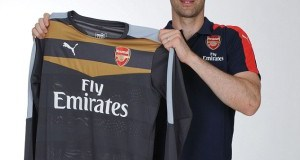 Petr Cech In Arsenal Colours