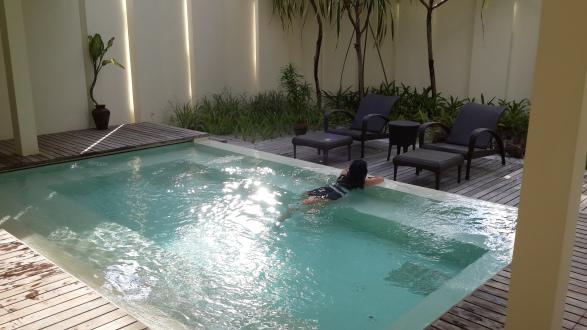 Indoor pool / jacuzi at Kandooma Spa