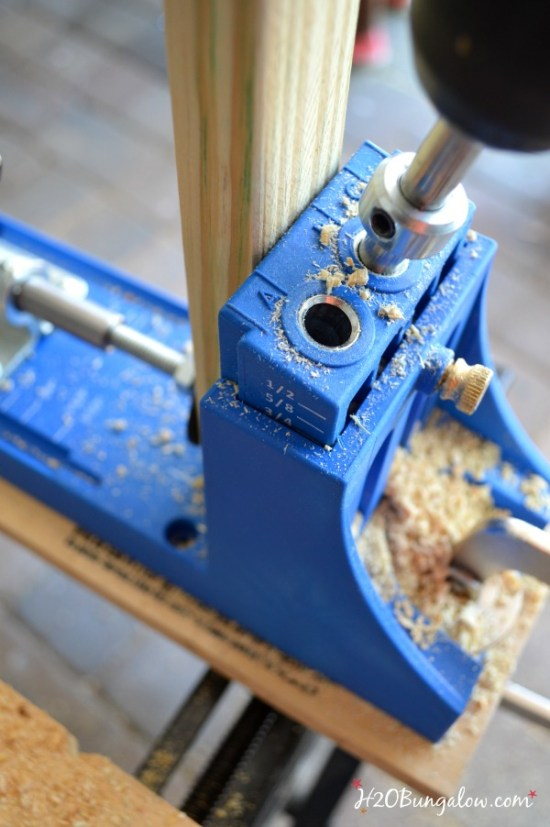 Use a Kreg Jig to make pocket holes on your DIY outdoor patio table -H2OBungalow
