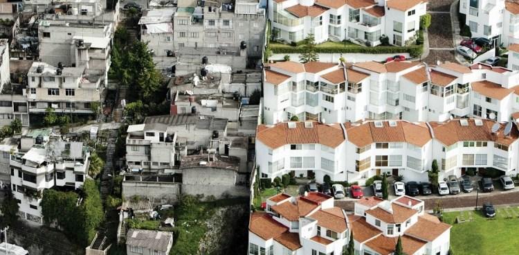 La desigualdad en la frontera entre un barrio rico y un barrio pobre