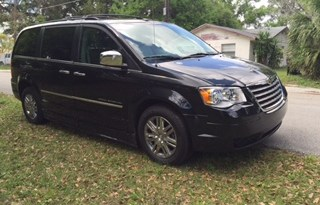2009 Chrysler Town & Country Limited – Side Entry Pending Sale