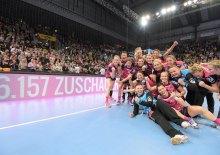 Handball 1. HBF Frauen | TuSies Metzingen vs. TV Nellingen // 2016-12-30 // Foto: Baur/ Eibner-Pressefoto  Jubel TuSies // Zuschauerrekord mit 6.175 Zuschauern