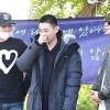 SUPER JUNIOR ウニョク、入隊現場でファンに挨拶、メンバーと熱い抱擁