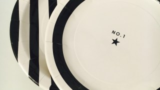 ホームパーティに最適!ダイソーのモノトーン紙皿と紙コップで簡単おもてなし