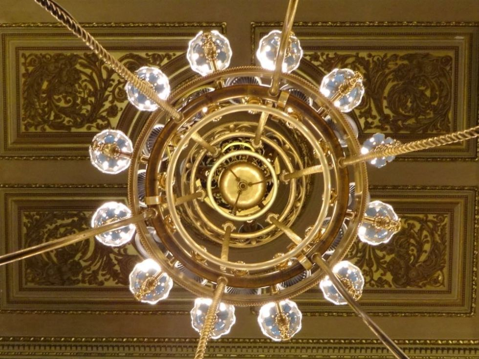HappyFace313-weekly-photo-challenge-abstract-Wiener-Staatsoper-luster-1