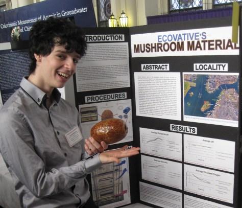 Advanced marine science scholar Luca Goldmansour, class of '16.
