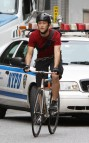 joseph gordon levitt 071910 3 Beautiful bike messengers spotted in Harlem