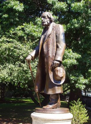 438px-Edward_Everett_Hale_statue,_Boston_Public_Garden,_Boston,_Massachusetts