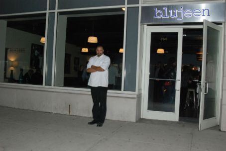 Chef Lance Knowling in front of Blujeen Restaurant