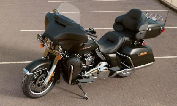 Motocykel Harley-Davidson touring Limited 114 farba Silver Flux/ Black Fuse